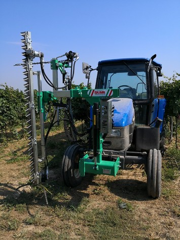 Green pruning system with horizontal bar and conveyor